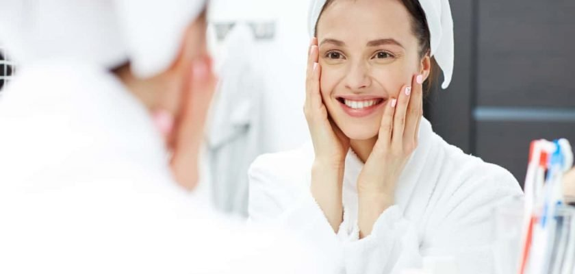 Remove wrinkles face hand