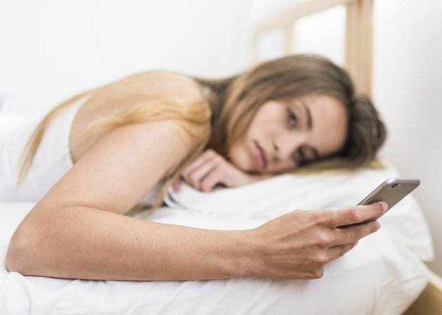 women with phone before sleep