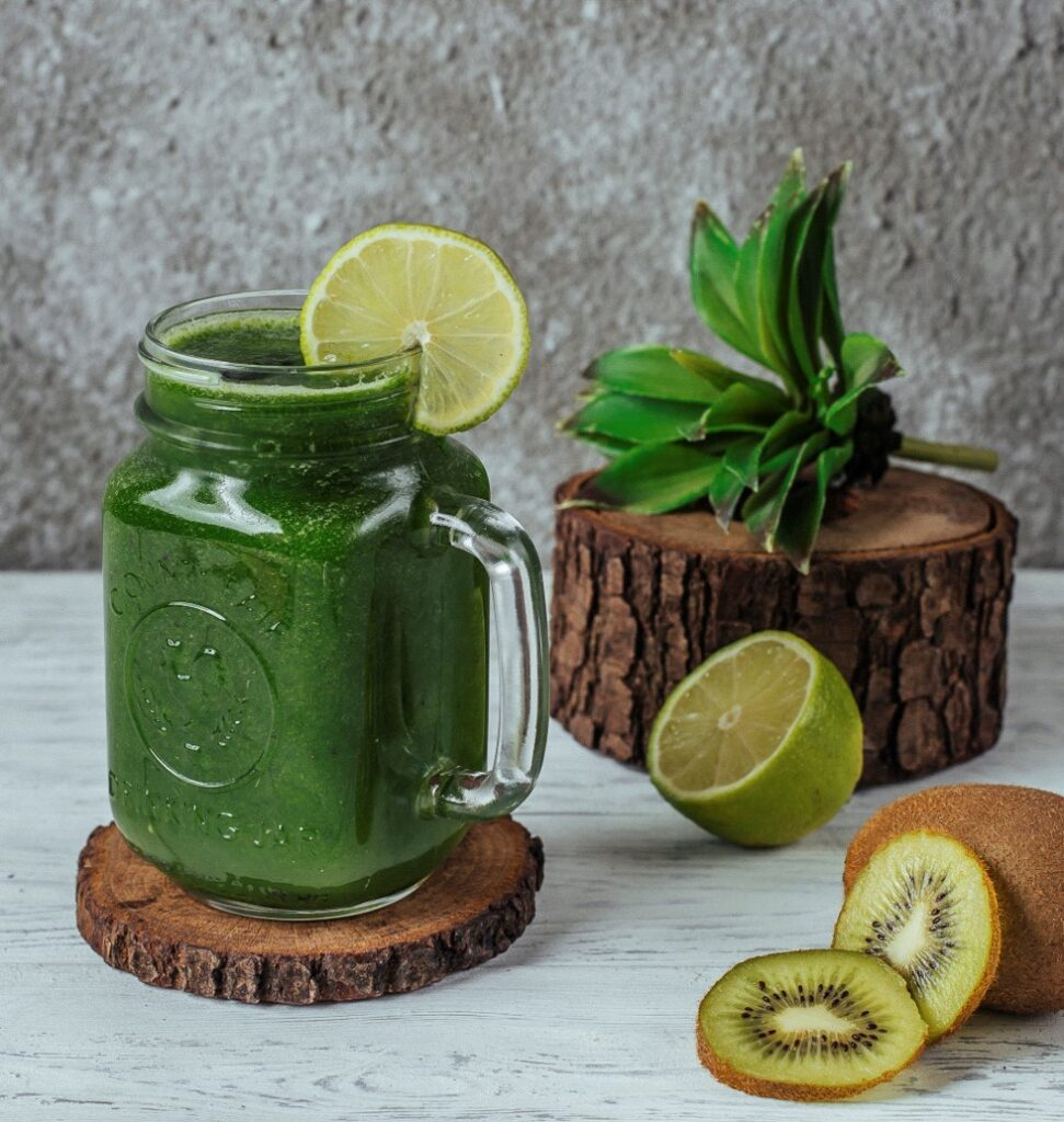 Kiwi spinach smoothie for smooth skin